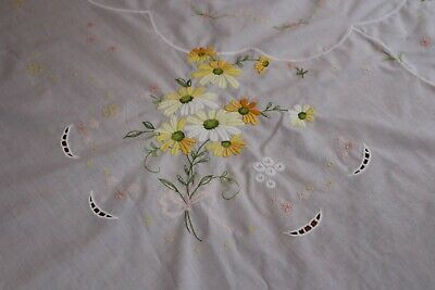 Vintage White Cotton Tablecloth 64x96 12 Napkins Embroidered Daisies ++