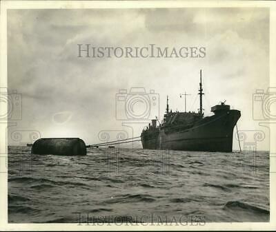 Press Photo Ship-to-shore pipelines delivered petroleum to Saipan in WWII.