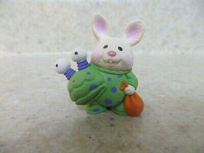 1994 Hallmark NEW Easter RABBIT with WATERING CAN Merry Miniature QSM8083 CUTE!