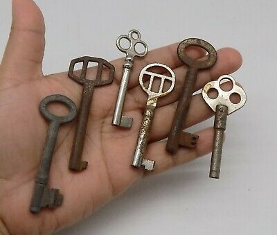 Antique Vintage Old Lot  6 Original Metal Skeleton Key & Wind Up K-2