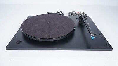 Rega P3 Turntable - RB300 Tonearm - Elyse 2 Cartridge - Record Player - Planar