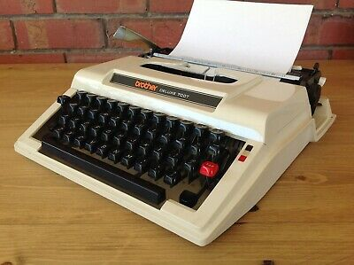 Vintage  Brother Deluxe 700T Portable Typewriter In Case, Collectable