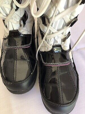 Totes Boots Girls Size 3 White Faux Fur Black Faux Shiny Leather Lace Up Zipper