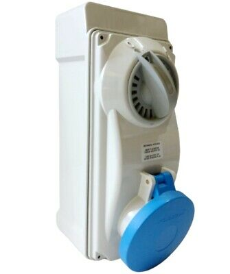 Wilts Industrial 32A 240v 3 Pin 6H IP44 Moulded Interlock Switched Socket Blue