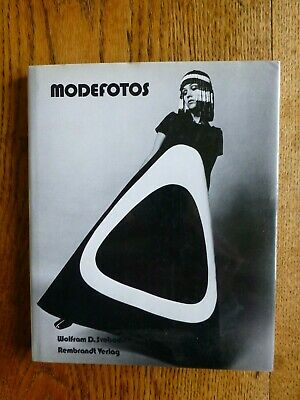 Modefotos. By Wolfram D. Svoboda. 1980. Women's Fashion 1945-1980