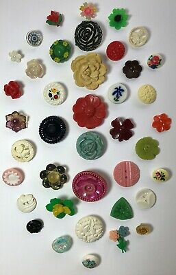 40 Vintage Plastic Realistic & Pictorial Sewing Buttons - Flowers