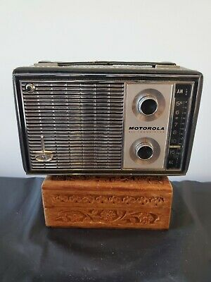 Vintage Motorola Battery Operated X31A ALL TRANSISTOR AM Radio with Leather Case