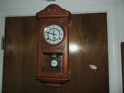D & A Oak Centennial Parlor Wall Clock Pendulum Chimes with key Wooden Nice