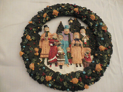 Old tyme carolers resin Christmas wreath wall decor piece 11 3/4""