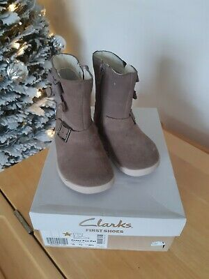 Clarks Infant 6 G Winter Boots. Beige. I Combine post