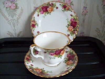 First Quality TRIO,S  Royal Albert Old Country Roses,teacup,saucer sideplate