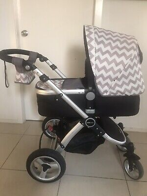Redsbaby Bounce pram with bassinet