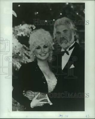 1989 Press Photo Dolly Parton with Kenny Rogers - lrp15580