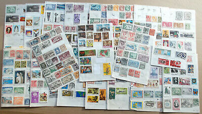 BRITISH COMMONWEALTH & REST OF WORLD - 470 Mixed Stamps - Hinged