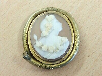 Highly Detailed Antique Pinchbeck & Hand Carved Cameo Brooch Pin 1870