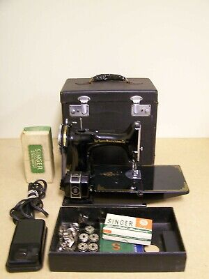 Vintage 1939 Singer Featherweight Sewing Machine #221-1 With Case