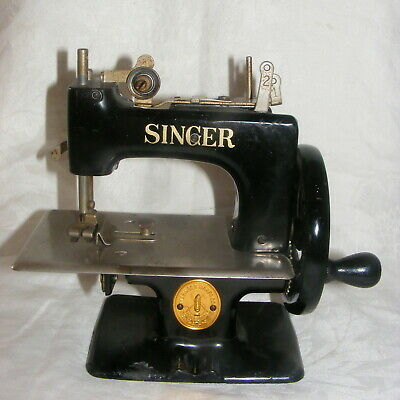 Vintage Child's Toy Sewing Machine 1950's Singer 20-10 Black TSM