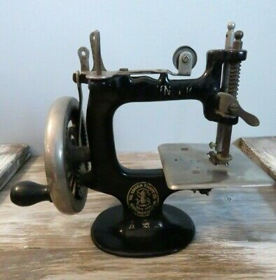 Antique VTG Toy Singer Sewing Machine Hand Crank Miniature