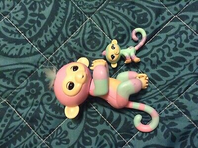 WowWee Fingerlings Interactive Pet Monkey mum and baby  Electronic Pet