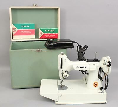Working 1964 Vintage SINGER 221 Featherweight Sewing Machine No Reserve!