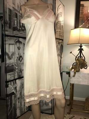 Vintage Vanity Fair Antron III Nylon Champagne Beige Pink Lace Glam Full Slip 34