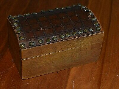 A Lovely Small Old Wooden Box - Leather Covered Lid - Marked 'Winsor & Newton'