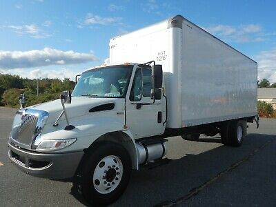 International Dura Star Diesel Box Truck 24ft Box Lift Gate 3300 lb 6 Speed 2014