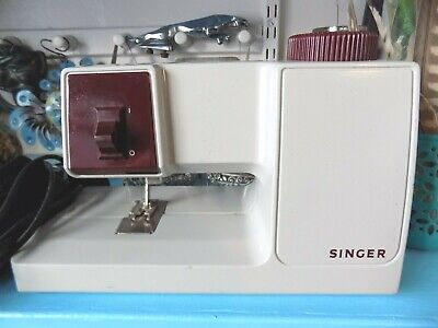 Singer M100 Vintage Small Portable Electric Sewing Machine. In working order