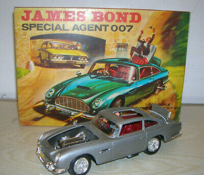 VINTAGE Airfix Aston Martin 007 James Bond Movie Goldfinger 1:24 Bausatz gebaut!