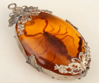 China Artificial Amber Pendant Scorpion Mascot Decorated Handicraft