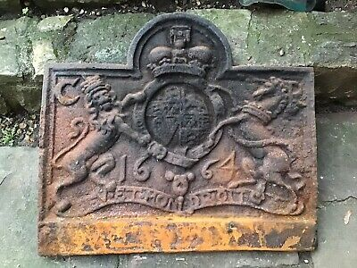 Antique Cast Iron Fire Back Lion And Unicorn Feature 28 Inches X 20inches