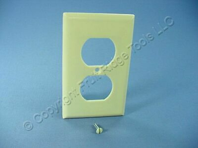 Cooper Ivory 1G Duplex Outlet Receptacle Cover Standard Plastic Wall Plate 2132V