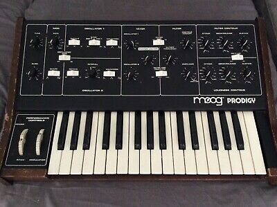 Moog Prodigy  Synthesizer  Analogic  moog prodigy