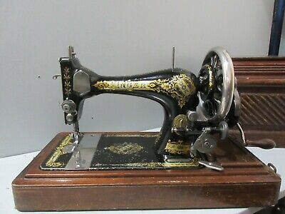 Singer 28K Hand Crank Sewing Machine in Wooden Case (E12/02)