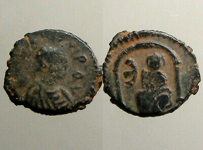 JUSTIN I BRONZE PENTANUMMIUM____Byzantine Empire___TYCHE SEATED IN ARCHED SHRINE