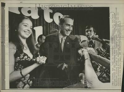 1974 Press Photo Kansas Sen. Bob Dole and Robin - DFPC34187