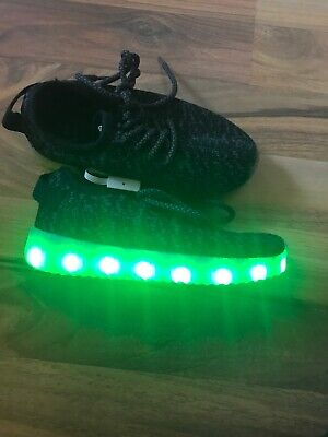 Kids boys / girls  Light Up Trainers Shoes Size 29, UK 10