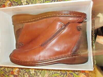 size 6 (39) ladies Brown Loretta shoes.Hand made,twin zip ankle boot. Orthopedic