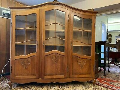 Elegant French Carved Oak Three Door Glazed Bookcase/Cabinet