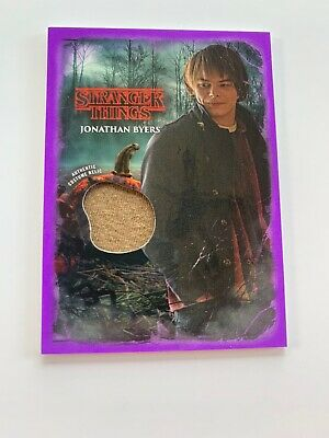 Jonathan Byers /25 Costume Relic Card Stranger Things Welcome Upside Down Topps