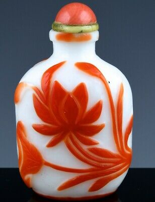 Fine Large Antique Chinese Cameo Carved Snow White Red Lotus Glass Snuff Bottle
