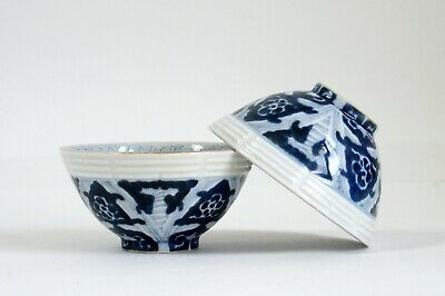 Fine pair of antique 19th century Chinese porcelain bowls