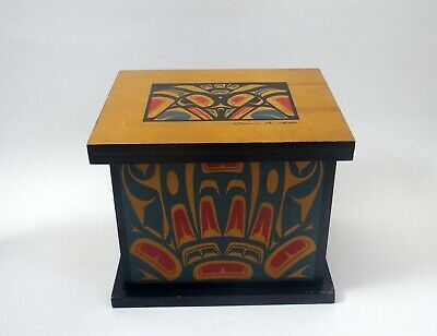 Fine Native American Tsimshian decorated wooden box - signed