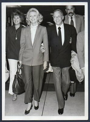 FRANK SINATRA and wife in London 1980 VINTAGE ORIG PRESS PHOTO singer actor