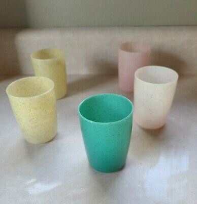 VINTAGE Set of 5 ~ GOLD SPECKLED ~ RETRO ~ PLASTIC SMALL 4 oz. JUICE CUPS!
