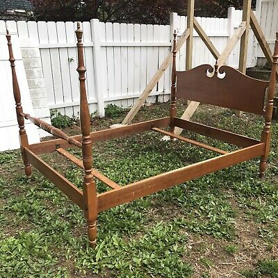 Vintage Antique Heirloom 6136 Spindle Bed Frame