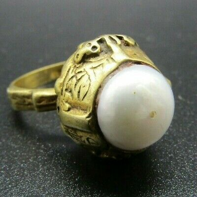 Post Medieval Islamic gold finger ring with pearl insert