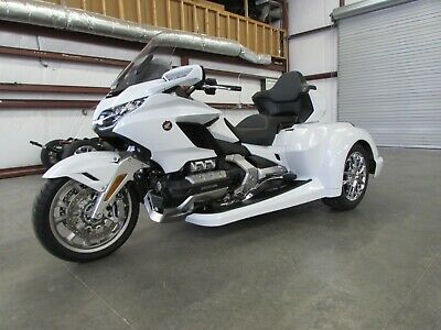 2018 Honda Gold Wing  2018 HONDA GOLDWING TOUR MANUAL  ROADSMITH HTX1800 TRIKE WITH RUNNING BOARDS