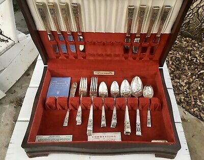 Vintage 52 Piece Oneida Community Coronation Silver Plate Flatware & Wooden Box