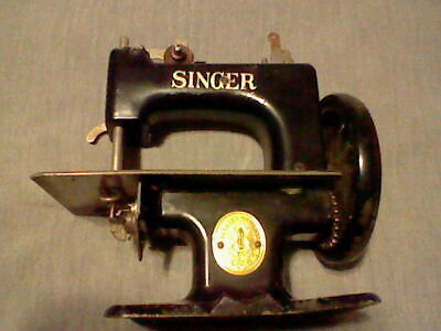 Vintage Singer Sew Handy 20-10 Child's Toy/Mini Sewing Machine Black